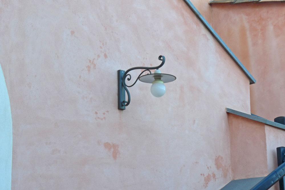 lampada da parete per esterno