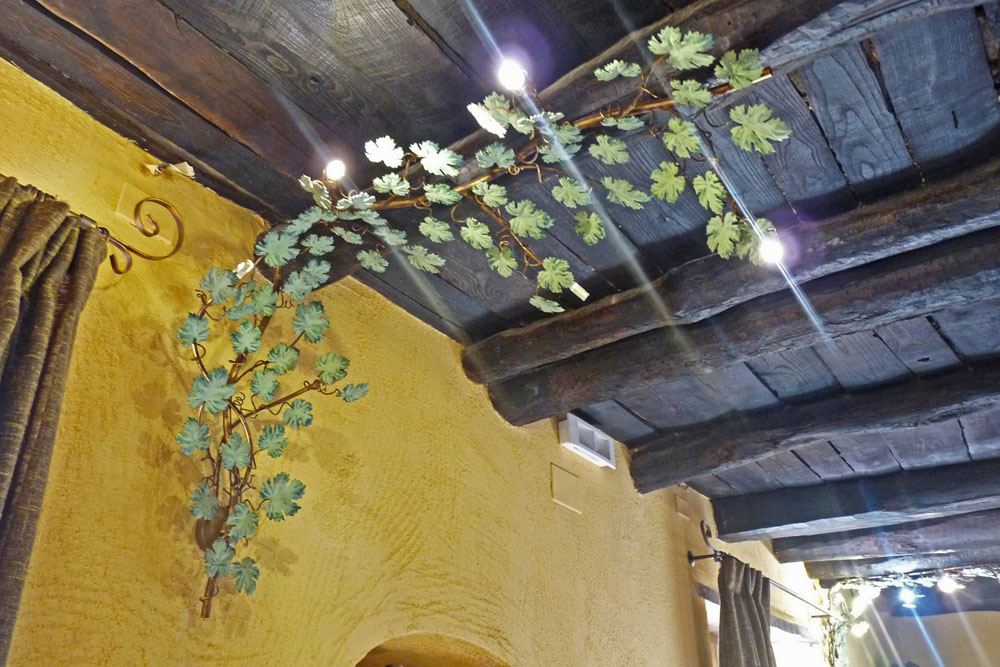 applique con foglie realizzato a mano