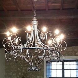 lampadario forgiato a mano in modo artigianale