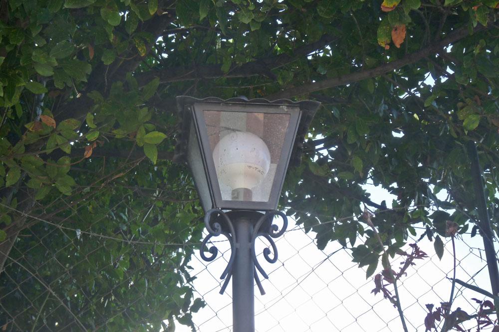 lampada su palo per esterno