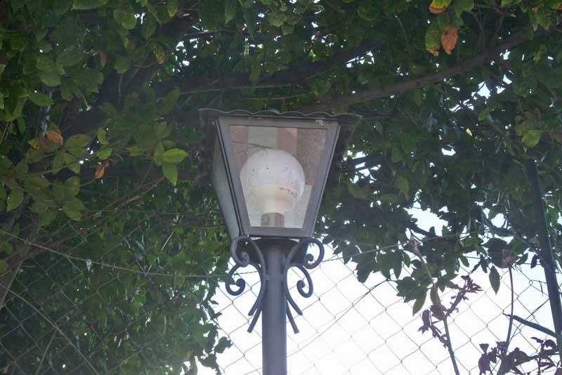 lampada in ferro battuto per esterno