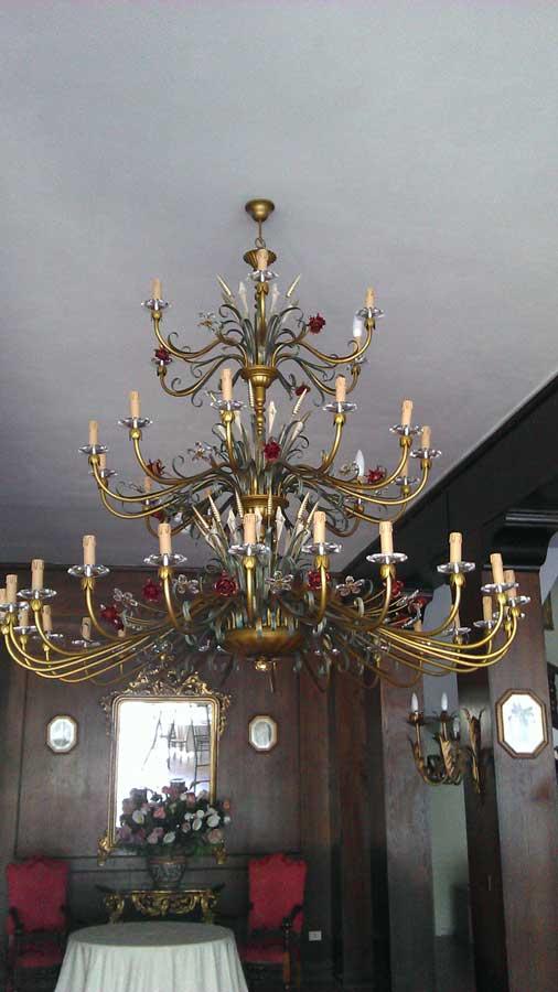 lampadario con 42 luci in ferro battuto e cristallo fatto a mano