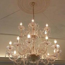 lampadario in cristallo e con pendenti
